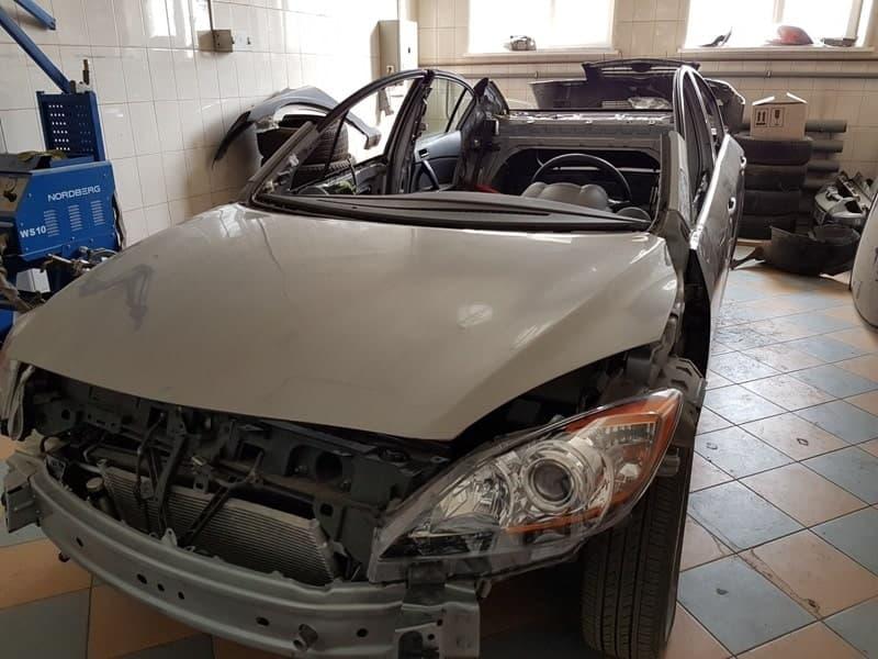 фото процесс восстановления геометрии кузова Mazda