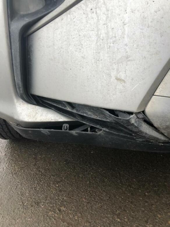 Фото повреждений бампера Lexus